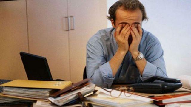 Τα 21 μέτρα για εργαζόμενους και ανέργους – Τι ισχύει για αναστολή σύμβασης, τηλεργασία