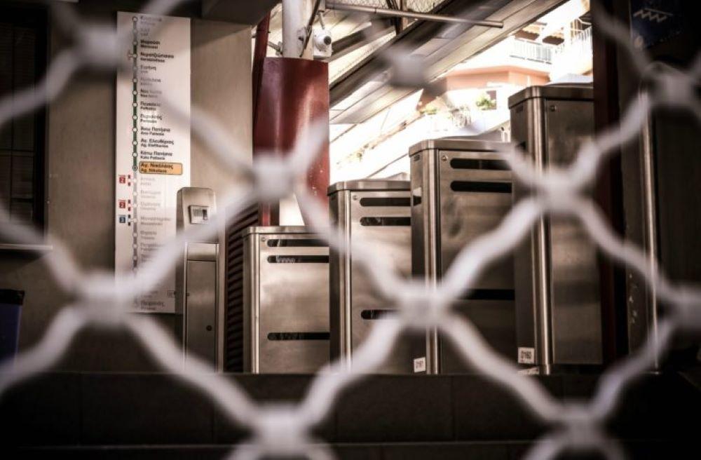 """Με εντολή της Αστυνομίας έκλεισε ο σταθμός Μετρό """"Σύνταγμα"""""""
