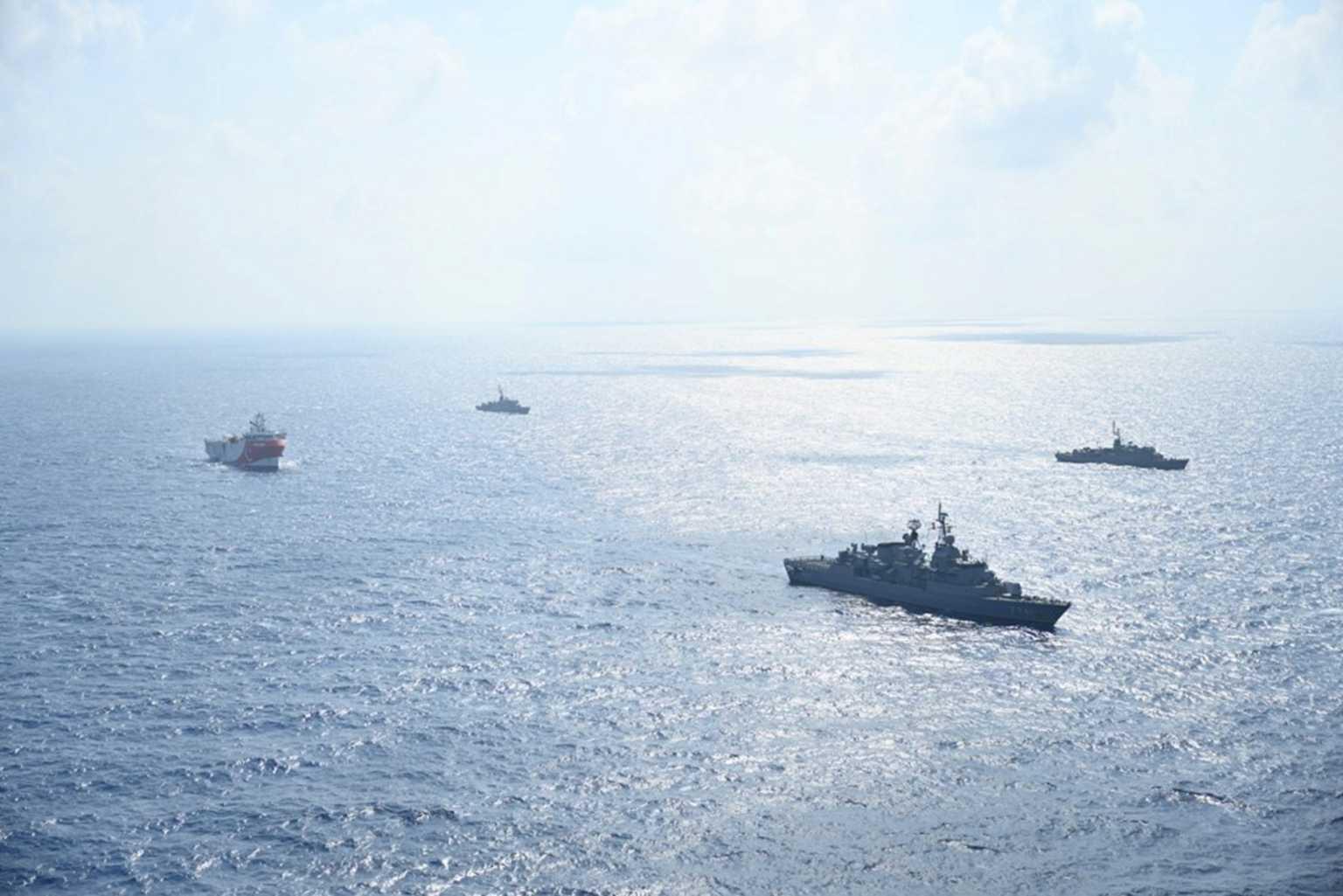 Οργή ΥΠΕΞ: Να ανακαλέσει άμεσα η Τουρκία την παράνομη NAVTEX – Αντι-Navtex  της Ελλάδας στις έρευνες του Oruc Reis νότια του Καστελόριζου
