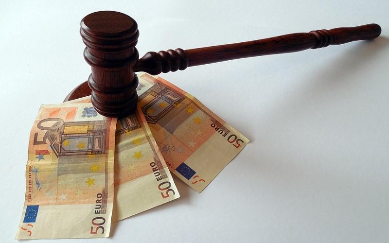 Οι προϋποθέσεις για να πάρουν το έκτακτο επίδομα 400€ οι δικηγόροι και δικαστικοί επιμελητές