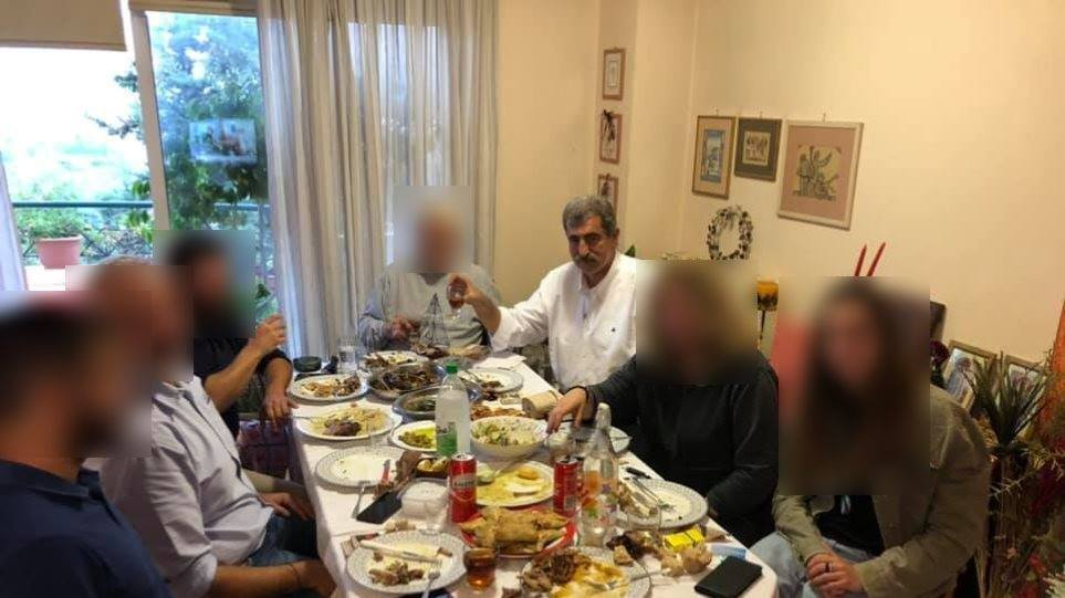 """Η ΝΔ ζητεί αποπομπή Πολάκη για """"φωτογραφία του με κόσμο στην καραντίνα"""" –  Λάθος εικόνα αλλά επαρκείς οι εξηγήσεις λέει ο Α. Τσίπρας"""