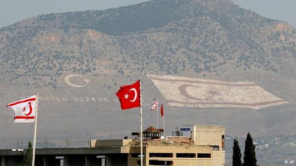 Χιλιάδες Τουρκοκύπριοι διαδηλώνουν στην κατεχόμενη Λευκωσία για την τουρκική παρέμβαση