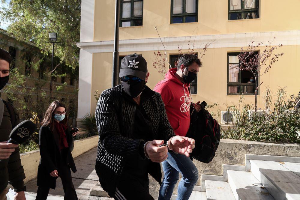 """Ελεύθερος ο Νότης Σφακιανάκης: Θα δικαστεί στις 2 Δεκεμβρίου – """"Θέλω να μην πω κάτι γιατί θα είναι άσχημο"""" είπε στους δημοσιογράφους – ΒΙΝΤΕΟ – ΦΩΤΟ"""