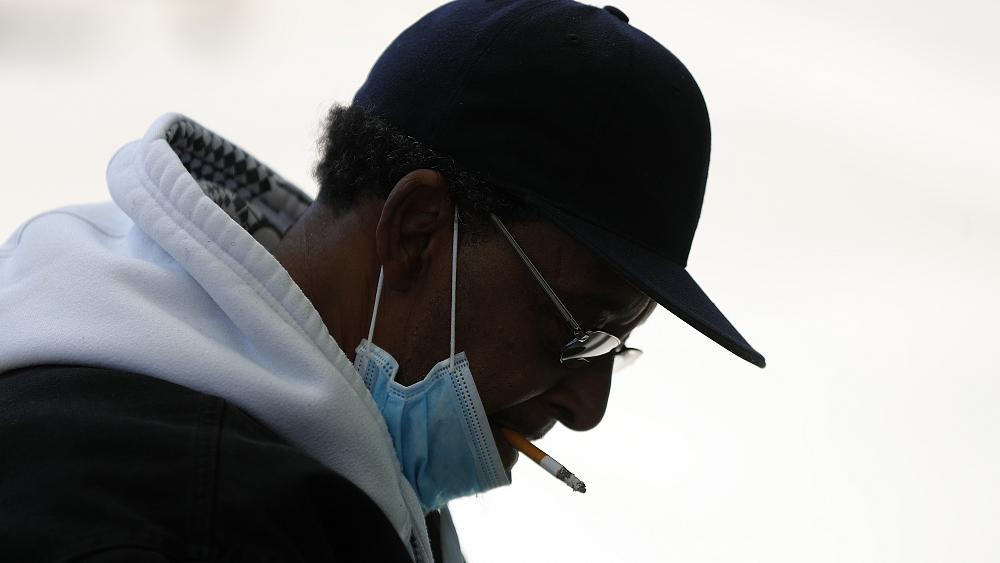 Αυτός είναι ο λόγος που οι καπνιστές κινδυνεύουν περισσότερο από τον κορονοϊό