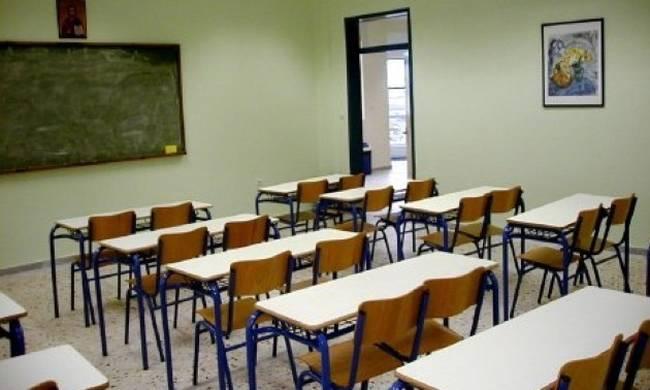Σε αργία από το σχολείο ο 62χρονος καθηγητής που συνελήφθη στο Περιστέρι για την σεξουαλική κακοποίηση ανήλικου μαθητή επί 7 χρόνια – Οδηγήθηκε στον Εισαγγελέα – ΒΙΝΤΕΟ