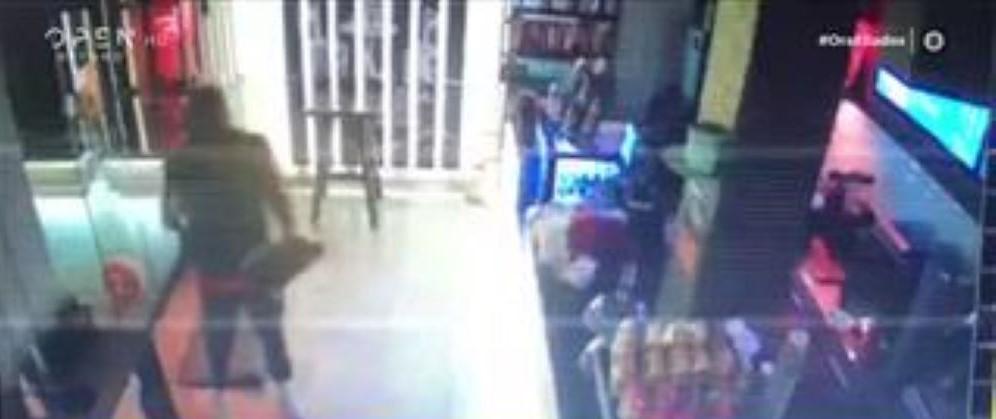 """Θεσσαλονίκη: Ντοκουμέντο από κινηματογραφική διάρρηξη – Οι κακοποιοί κάνουν """"πάρτι"""" μέσα στην καραντίνα – ΒΙΝΤΕΟ"""