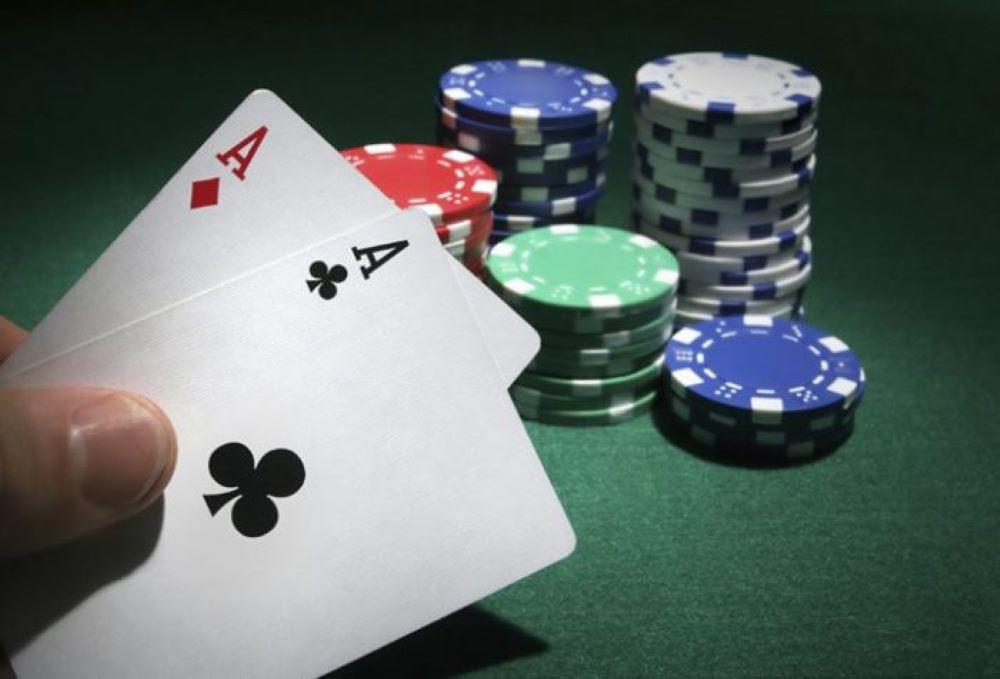 """Η """"θεά τύχη"""" δεν ήταν με το μέρος των χαρτοπαικτών που αψηφούν τον κορονοϊό – 19 συλλήψεις στην Κυψέλη και """"τσουχτερά"""" πρόστιμα – ΒΙΝΤΕΟ"""