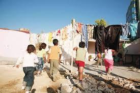 Μήνυση στην Κεραμέως για αποκλεισμό Ρομά από την τηλεκπαίδευση
