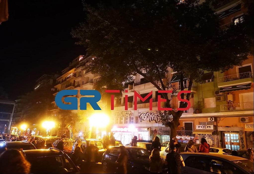 """Θεσσαλονίκη: Διεκόπη η πρώτη """"διαμπαλκονική"""" συναυλία στη χώρα μας … λόγω συνωστισμού /ΒΙΝΤΕΟ"""