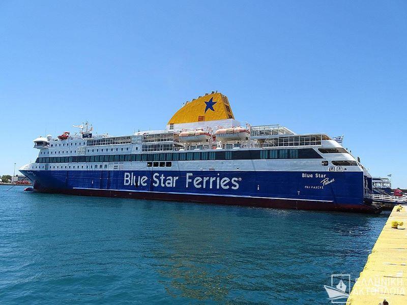 Το «Blue Star Patmos» έπεσε πάνω στην προβλήτα του λιμανιού της Κάσου