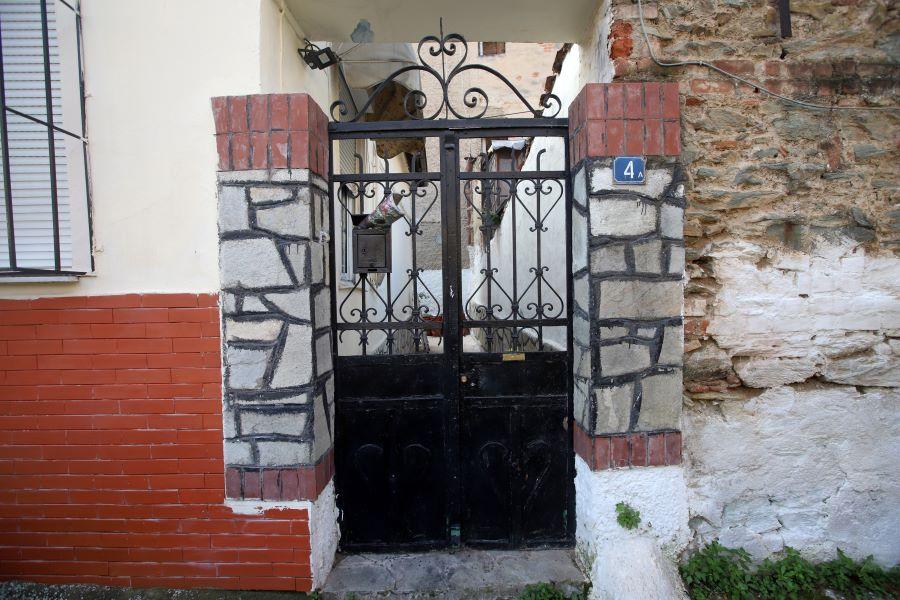 Θεσσαλονίκη: Εντοπίστηκε και συνελήφθη ο 14χρονος για την δολοφονία του 86χρονου – Τον σκότωσε μαζί με την 12χρονη αδελφή του για 200 ευρώ