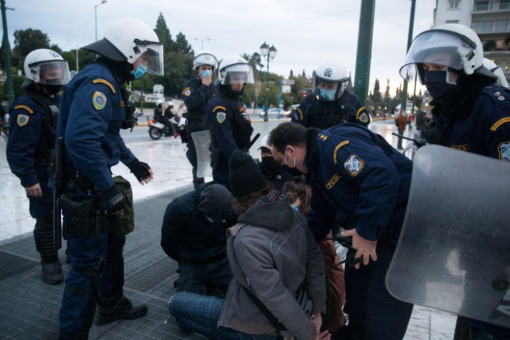Επέτειος Γρηγορόπουλου: 374 προσαγωγές και 135 συλλήψεις το αποτέλεσμα των πρωτοφανών μέτρων της ΕΛΑΣ – Πρεμιέρα έκαναν οι αστυνομικοί με κάμερες – ΒΙΝΤΕΟ