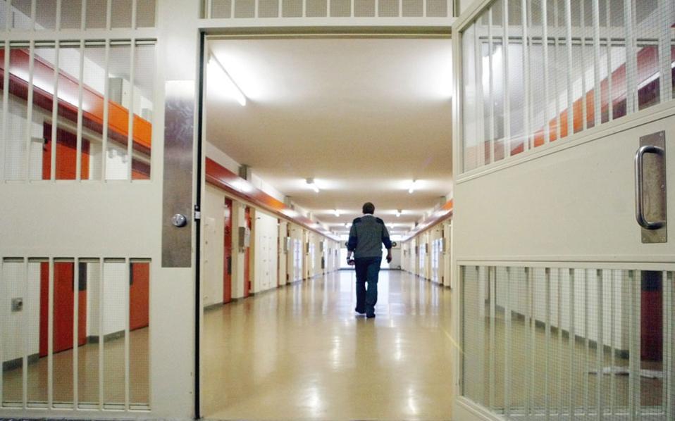 Αυξάνονται τα όρια έκτισης ποινής για να πάρουν άδεια οι κρατούμενοι -Πότε δικαιούνται οι ισοβίτες- Ειδική αναφορά σε ληστείες μετά φόνου