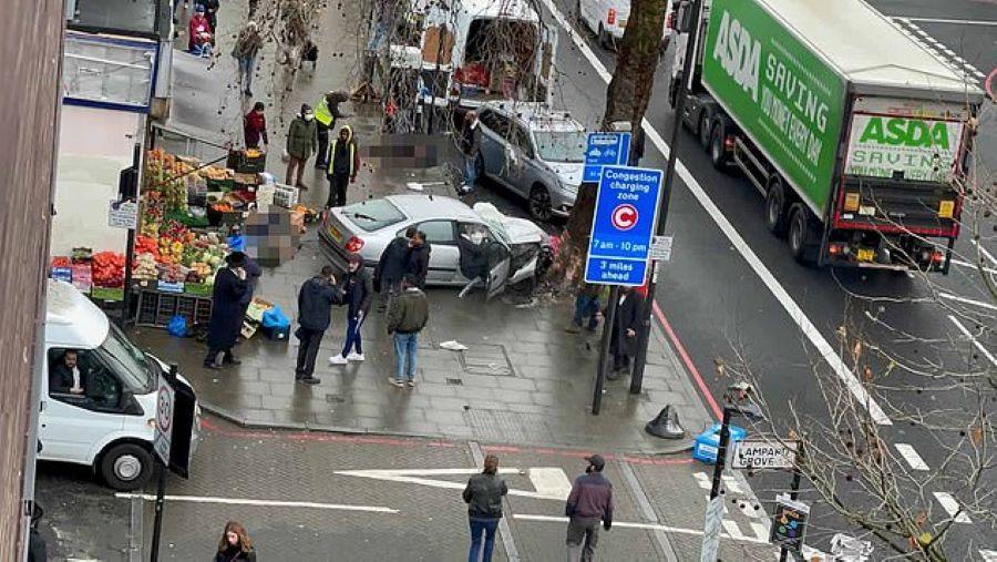 Λονδίνο: Αυτοκίνητο έπεσε πάνω σε πεζούς – Αναφορές για πολλούς τραυματίες – Oι πρώτες εικόνες – ΒΙΝΤΕΟ – ΦΩΤΟ