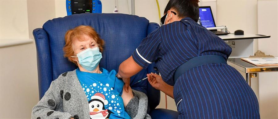 Συναγερμός στη Βρετανία: Να μην κάνουν το εμβόλιο για τον κορονοϊό όσοι έχουν σοβαρές αλλεργίες – BINTEO