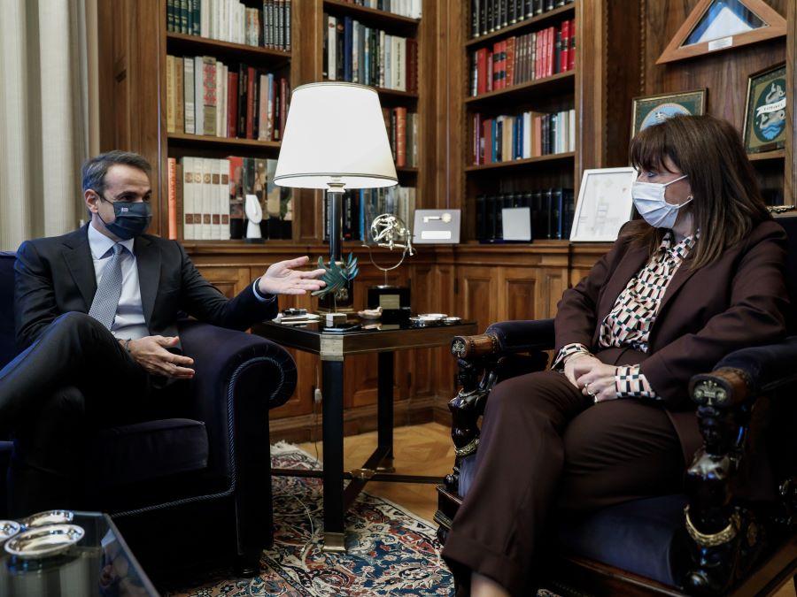 Μητσοτάκης σε Σακελλαροπούλου: Θα εμβολιαστώ την πρώτη μέρα που θα είναι διαθέσιμο το εμβόλιο στην Ελλάδα – Όλος ο διάλογος – BINTEO – ΦΩΤΟ