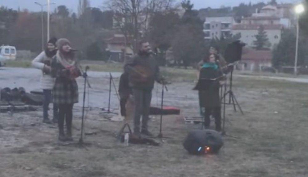 Θεσσαλονίκη : Συγκινητική συναυλία γιατρών, οι οποίοι είναι και μουσικοί του δρόμου, για τους ασθενείς τους στο «Παπανικολάου» /ΒΙΝΤΕΟ
