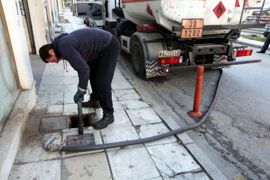 Μεγάλο κύκλωμα νοθείας και λαθρεμπορίας καυσίμων εξάρθρωσε η ΑΑΔΕ – Με τι ανακάτευαν τη βενζίνη και το πετρέλαιο και δεν έπαιρνε χαμπάρι κανείς – Τι ζητεί ο ΣΕΕΠΕ