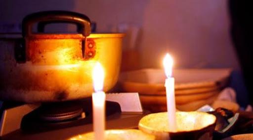 Γιορτές στο σκοτάδι για μία άνεργη μητέρα από την Πάτρα και τον 8χρονο γιο της /ΒΙΝΤΕΟ