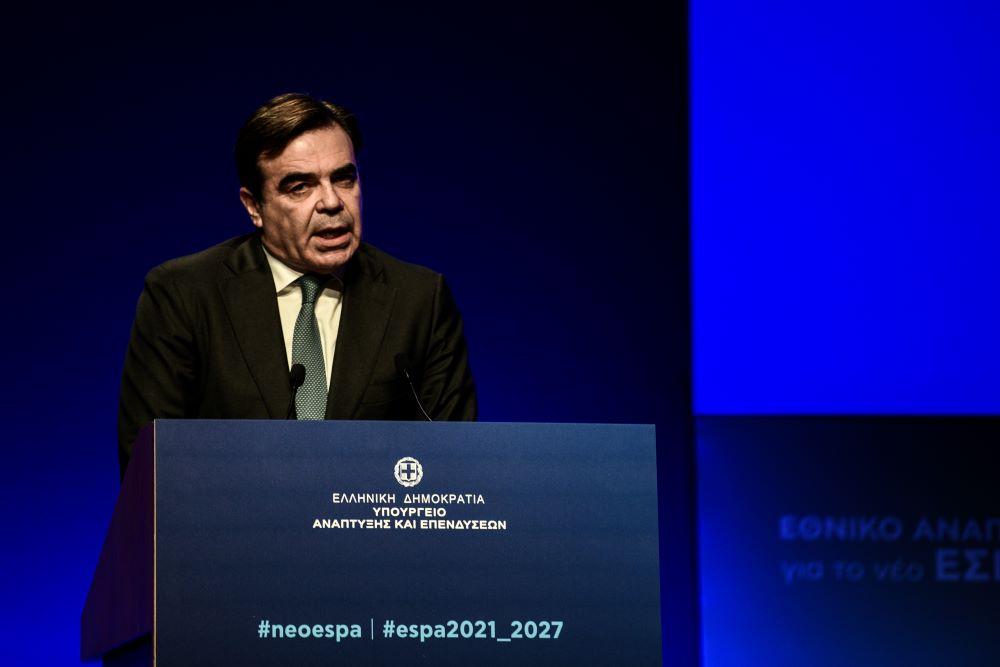 Σχοινάς: Η ΕΕ καλωσόρισε την πρόταση του Έλληνα πρωθυπουργού για πιστοποιητικό εμβολιασμού