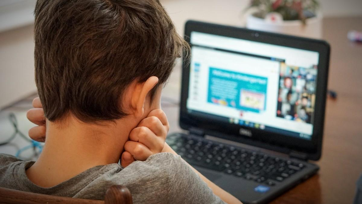 Επιστροφή στα e-θρανία: Με τηλεκπαίδευση ξεκίνησαν σήμερα γυμνάσια και λύκεια