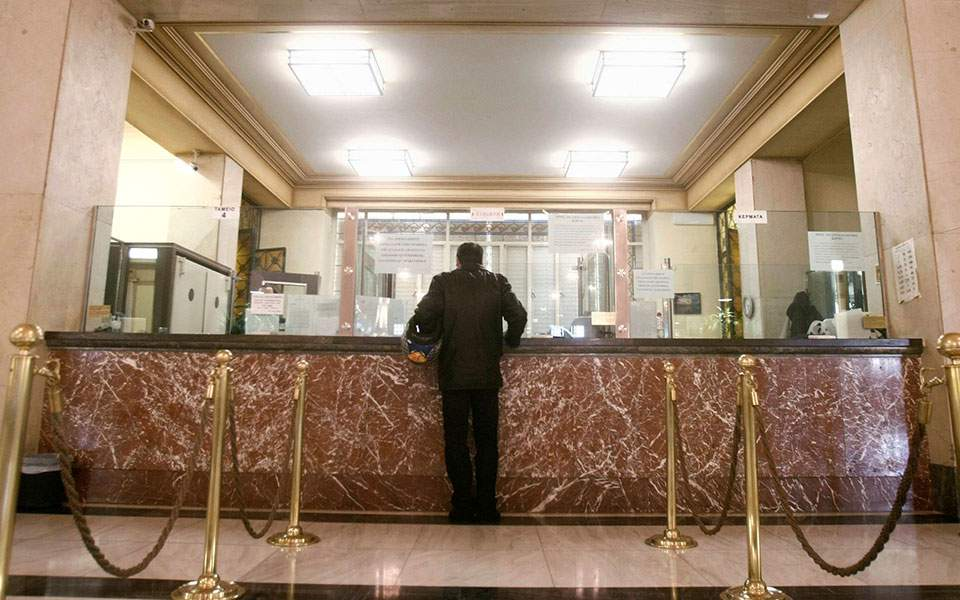 Οι τράπεζες αναστέλλουν τις πληρωμές σε δάνεια ύψους 25 δισ. λόγω κορονοϊού