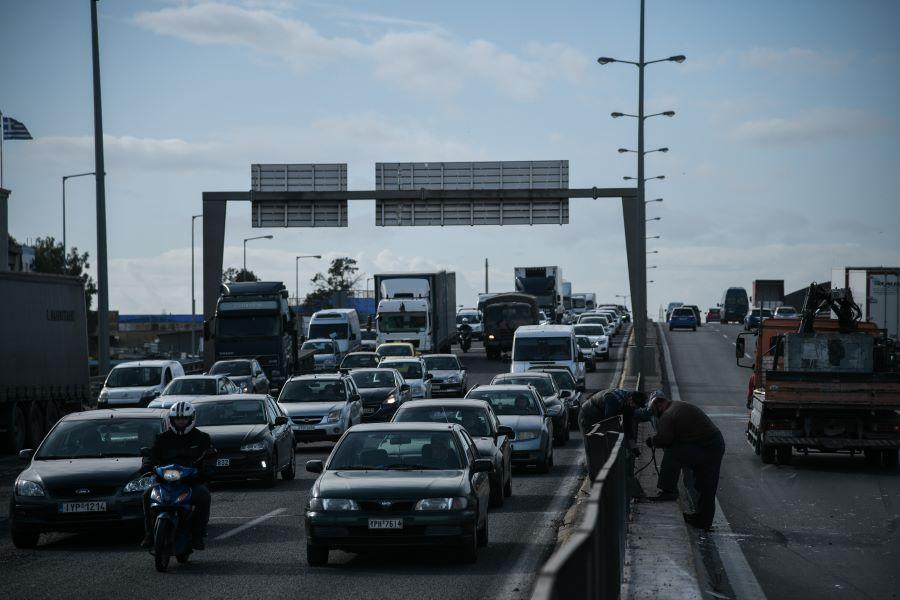 """Δύο τροχαία """"μπλόκαραν"""" τον Κηφισό: Μποτιλιάρισμα μήκους τεσσάρων χιλιομέτρων – ΦΩΤΟ"""