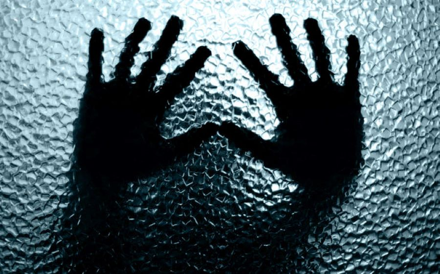 Θεσσαλονίκη: Χειροπέδες στον βιαστή που παρίστανε τον αστυνομικό για να παγιδεύσει τα θύματά του