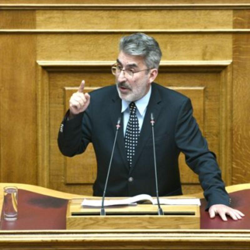 ο κ. Ξανθόπουλος ερωτά τον υπουργό Δικαιοσύνης εάν έχουν κινηθεί οι προβλεπόμενες από το Σύνταγμα και το νόμο, πειθαρχικές διαδικασίες κι αν έχουν τεθεί σε διαθεσιμότητα τα πρόσωπα που έχουν, καθοιονδήποτε τρόπο, σχέση με την συγκεκριμένη υπόθεση.
