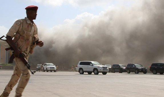 Υεμένη: «Σφαγή» στο αεροδρόμιο Άντεν – Τουλάχιστον δέκα νεκροί / ΒΙΝΤΕΟ