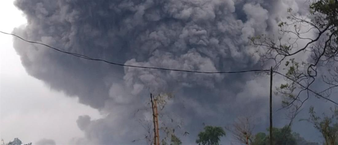 Έκρηξη ηφαιστείου στην Ινδονησία /ΒΙΝΤΕΟ