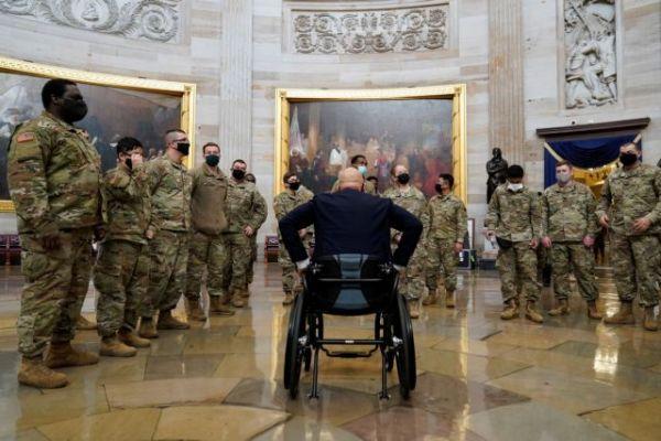 Ξεκίνησε η συνεδρίαση στη Βουλή των Αντιπροσώπων για την παραπομπή Τραμπ – Απίστευτες εικόνες