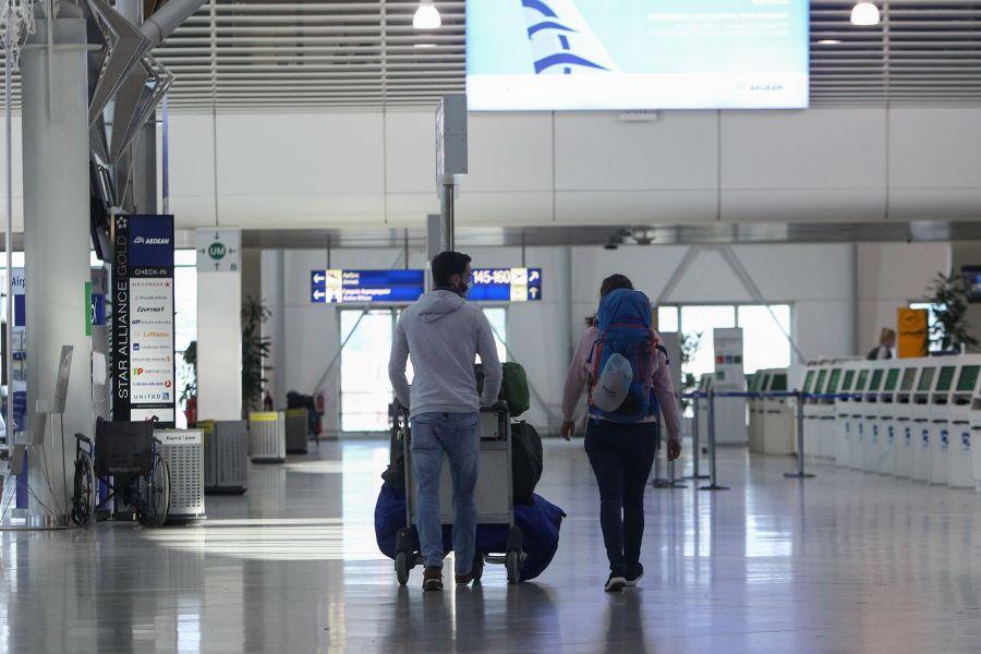 Οι προϋποθέσεις εισόδου επισκεπτών στην Ελλάδα – Τι ισχύει για τις πτήσεις εσωτερικού στα νησιά