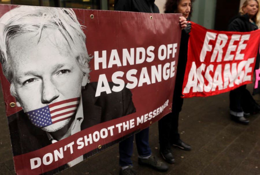"""Ραγδαίες εξελίξεις στην υπόθεση κατασκοπείας των WikiLeaks: """"Όχι"""" βρετανικού δικαστηρίου στην έκδοση του Ασάνζ στις ΗΠΑ – Στην έφεση θα κριθούν όλα – ΒΙΝΤΕΟ"""