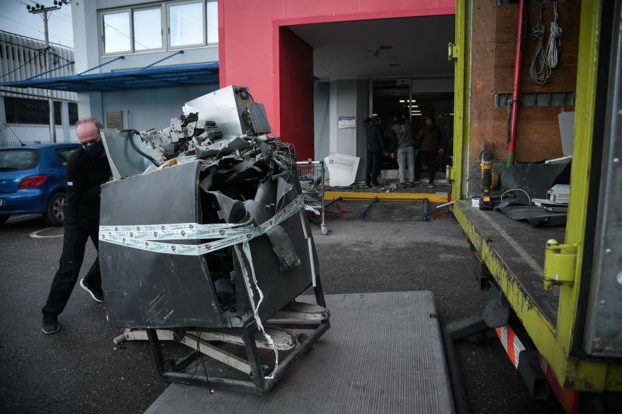 """""""Γης μαδιάμ"""" λόγω έκρηξης σε ΑΤΜ έξω από σούπερ μάρκετ στη Μεταμόρφωση – BINTEO – ΦΩΤΟ"""