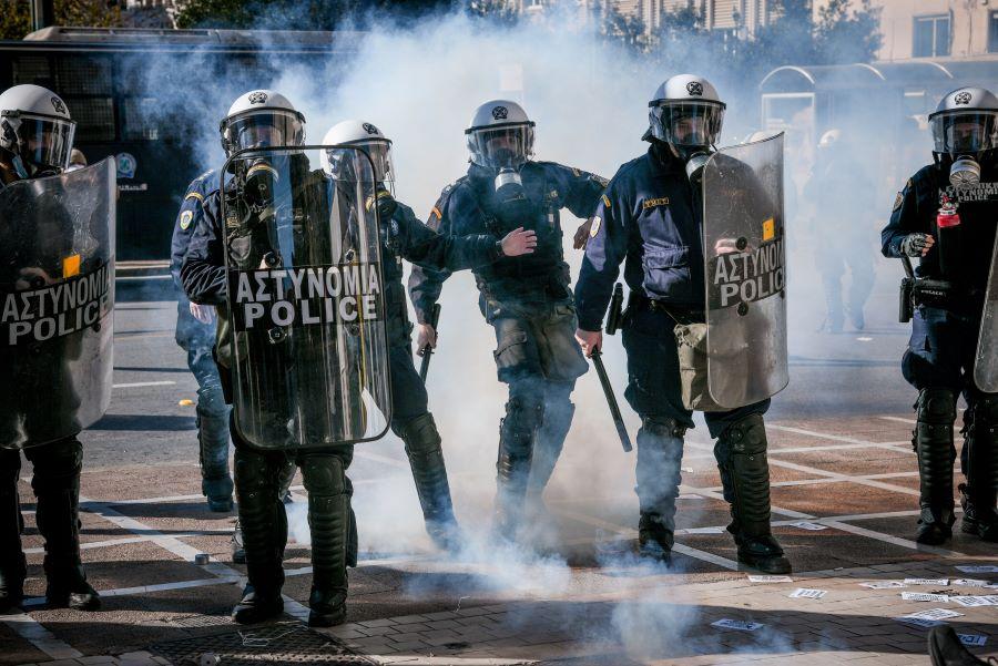 Ένταση και χημικά στο φοιτητικό συλλαλητήριο στα Προπύλαια – ΦΩΤΟ