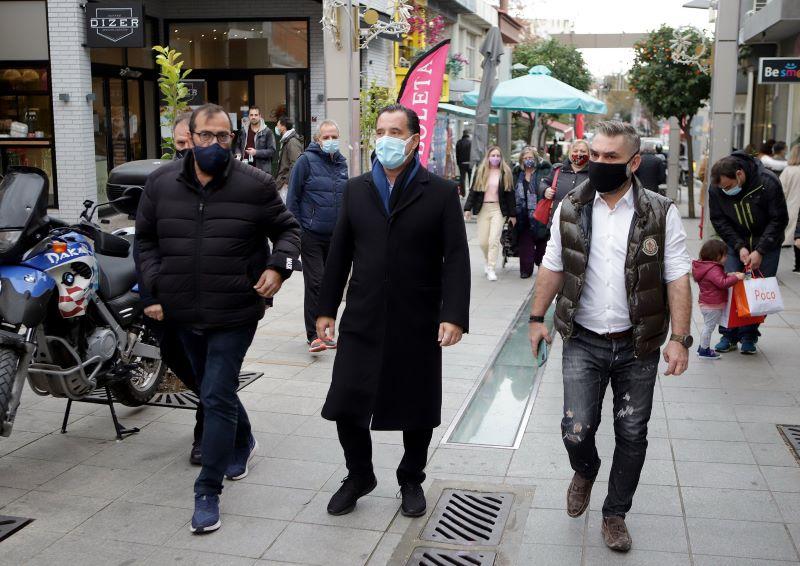 Γεωργιάδης μετά την βόλτα στις αγορές σε Μαρούσι και Κηφισιά: Πρέπει να προσέξουμε, θα είναι κρίμα να πάμε πίσω – ΦΩΤΟ