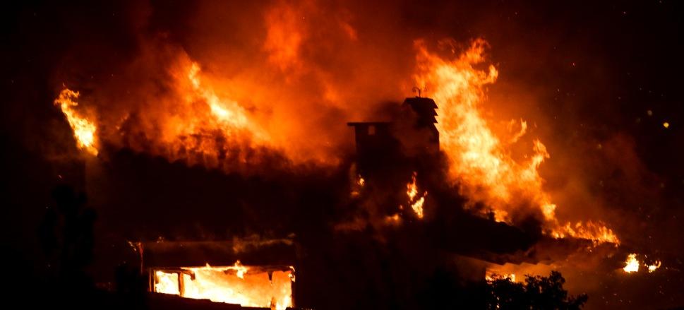 """Τραγωδία στο Μάτι: Ευθύνες στην ηγεσία της Πυροσβεστικής """"ρίχνουν"""" κατηγορούμενοι και μάρτυρες – Δεν έδωσε εντολή απομάκρυνσης"""