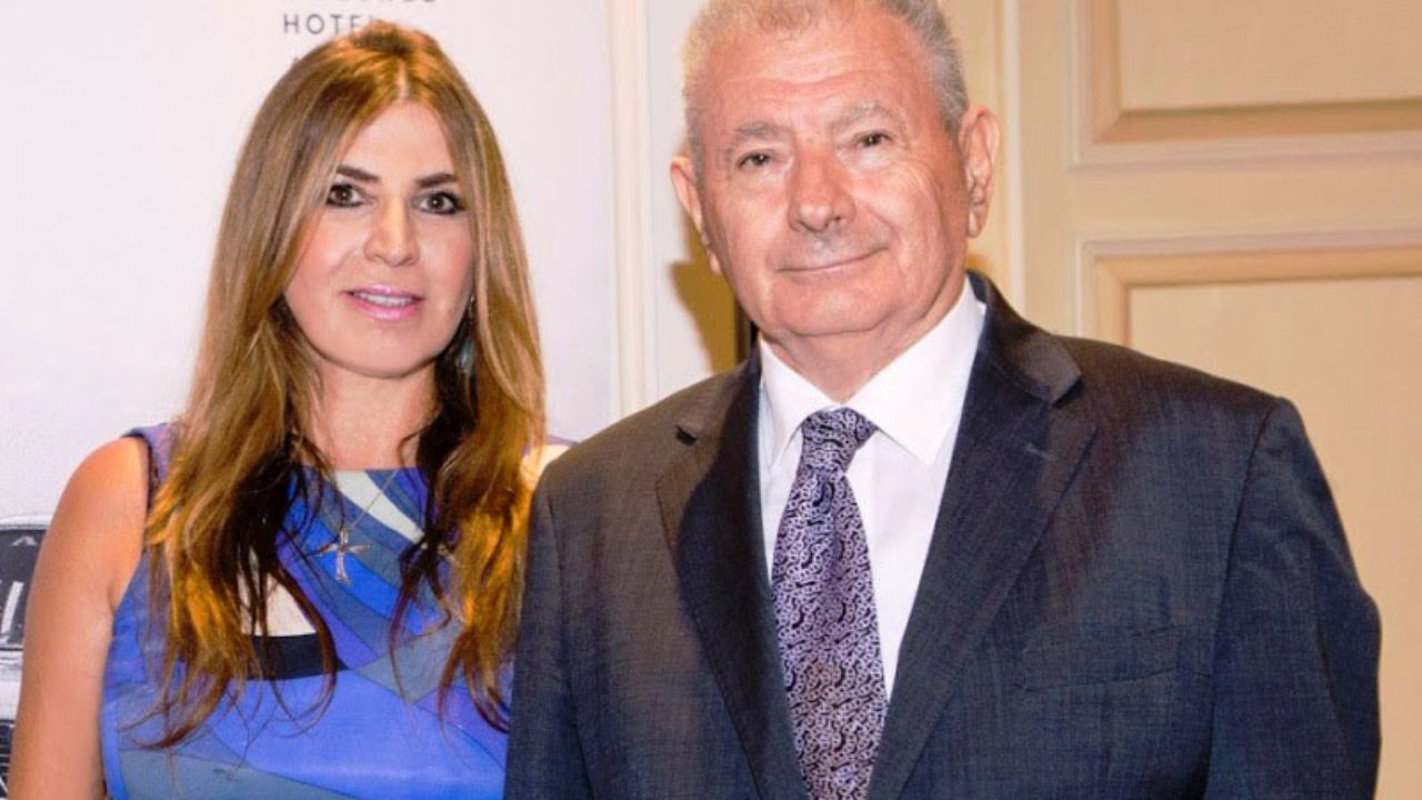 Ραγδαίες εξελίξεις για τον θάνατο του Σήφη Βαλυράκη: Έγκλημα  καταγγέλει η σύζυγός του- Αναβλήθηκε η κηδεία του /ΒΙΝΤΕΟ