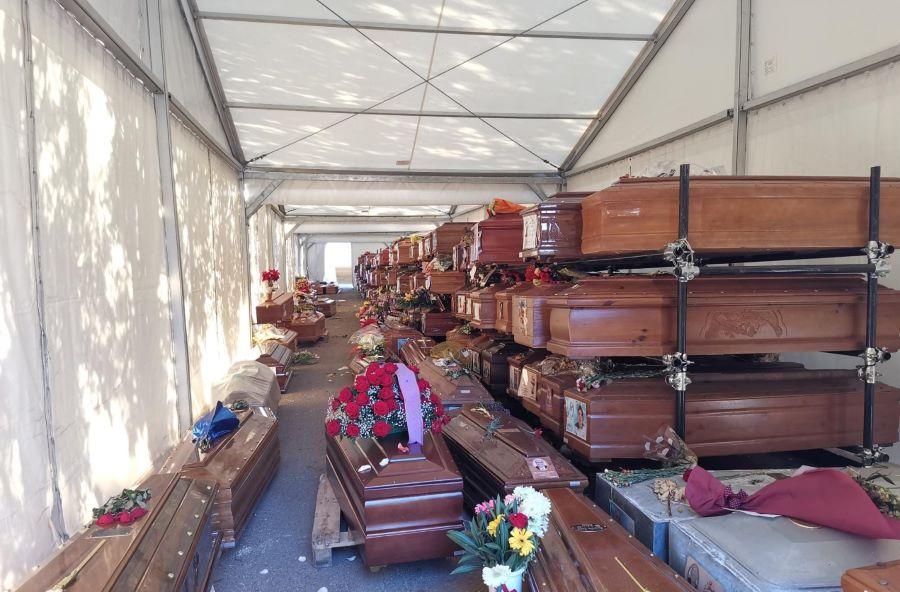 Γροθιά στο στομάχι οι εικόνες από το Παλέρμο: 700 νεκροί άταφοι – Γέμισαν τα νεκροταφεία λόγω κορονοϊού – BINTEO – ΦΩΤΟ