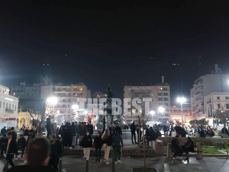 Αμετανόητοι οι Πατρινοί- Eικόνες απίστευτου συνωστισμού στο κέντρο /BINTEO
