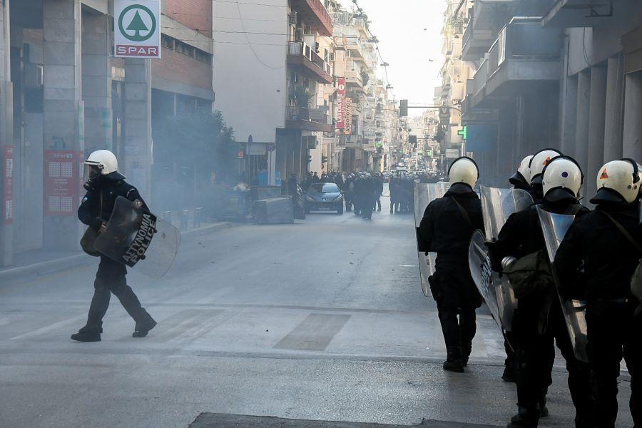 Πάτρα: Επεισόδια και συλλήψεις στην συγκέντρωση για τον Κουφοντίνα – ΒΙΝΤΕΟ – ΦΩΤΟ
