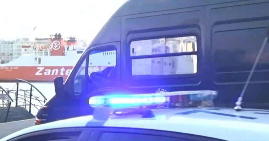 Έφτασε στον Πειραιά ο προπονητής από τη Σάμο που κατηγορείται για τον βιασμό αθλήτριας όταν ήταν 11 ετών – ΒΙΝΤΕΟ