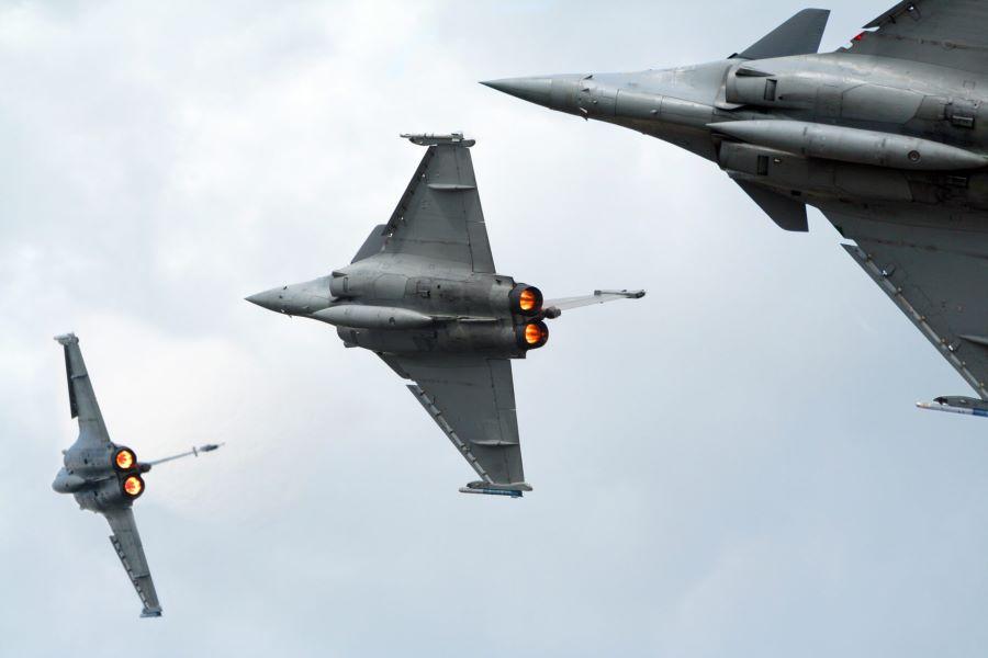 Βουλή: Με τη διαδικασία του «επείγοντος» το νομοσχέδιο για την απόκτηση των γαλλικών πολεμικών αεροσκαφών Rafale