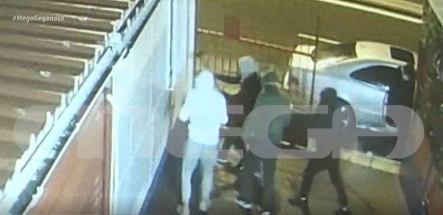 Βίντεο ντοκουμέντο: Συμμορία ανηλίκων λεηλατεί επιχείρηση με βαριοπούλες – Απείλησαν αστυνομικό εκτός υπηρεσίας