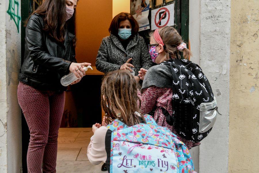 Σχολεία: Μάσκες παντού εκτός από τη γυμναστική και αυξημένο testing – Αλλάζουν τα πρωτόκολλα