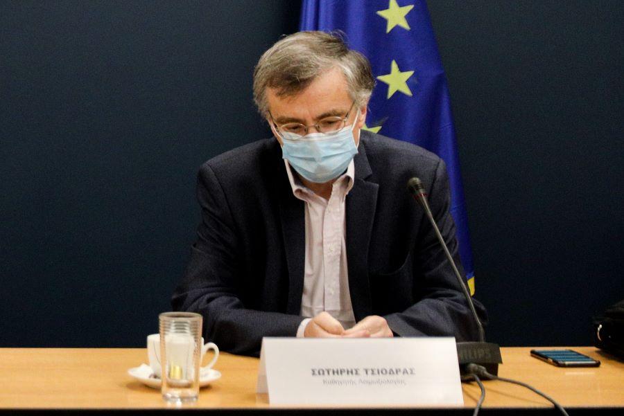 Τσιόδρας: Ο κορονοϊός ήρθε για να μείνει, φοράω μάσκα έως 18 ώρες την ημέρα – Τι είπε για τις μεταλλάξεις του ιού