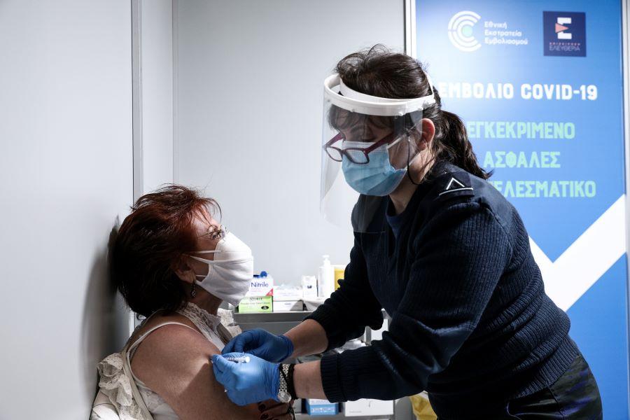 Emvolio.gov.gr: Άνοιξε η πλατφόρμα των ραντεβού εμβολιασμού για τους 70 έως 74 – Αρχές Απριλίου οι ηλικίες 65-69