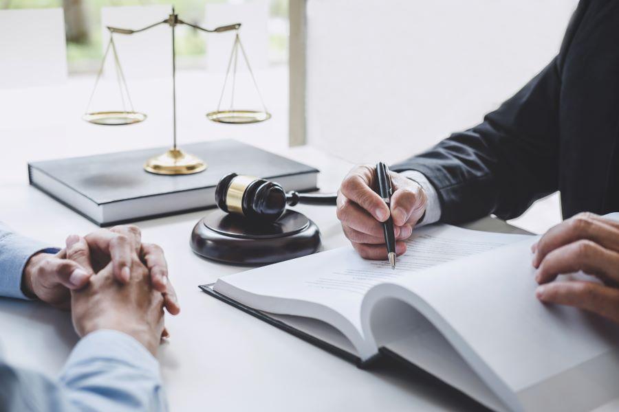 """Δικαστικοί επιμελητές: Επιδόσεις """"τέλος"""" έως την Τρίτη"""