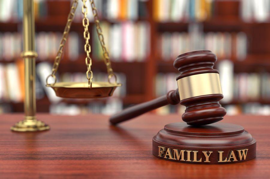 """Ολόκληρο το νομοσχέδιο για την """"συνεπιμέλεια"""" που τέθηκε σε δημόσια διαβούλευση – Τι αλλάζει στο οικογενειακό δίκαιο μετά από 37 χρόνια"""